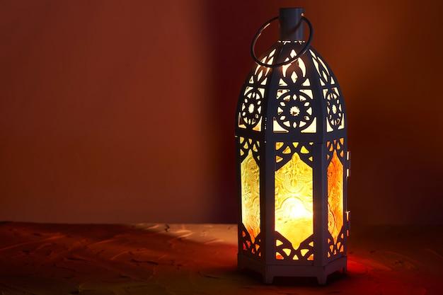 アラビア語のランタン、ラマダンカリームの背景