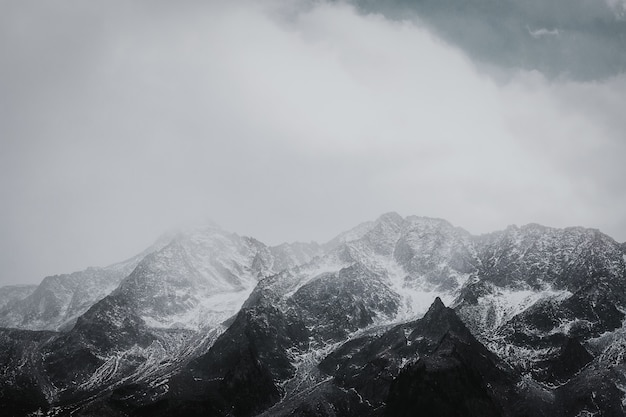 黒と白の山脈