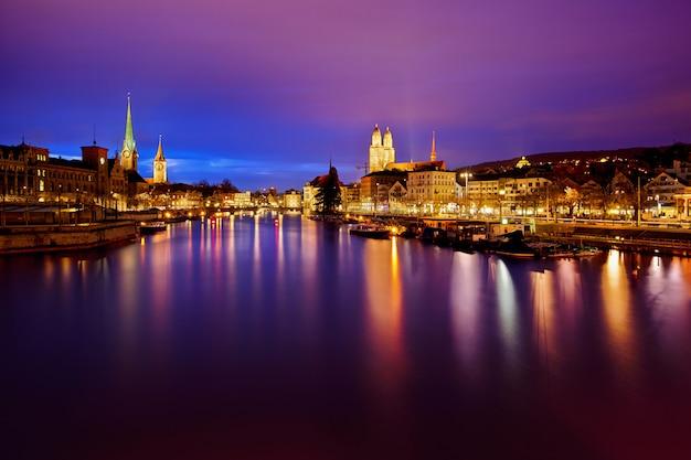 Цюрихский горизонт и река лиммат ночью