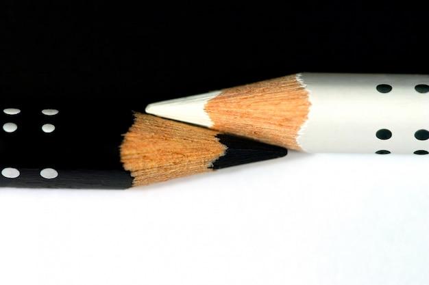 Черно-белые карандаши