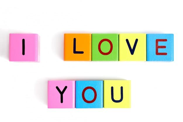 Деревянные блоки письма с надписью я тебя люблю