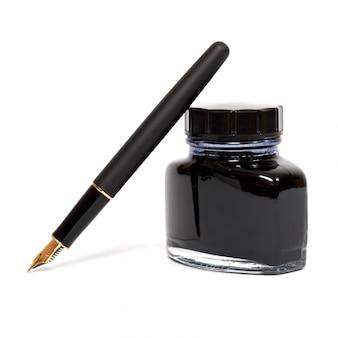 白で隔離されるインクペン
