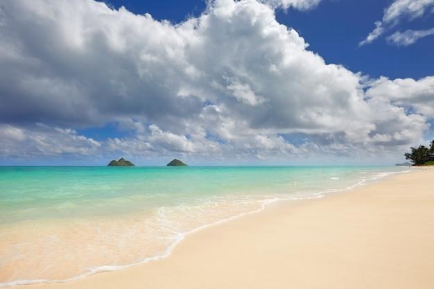 Пляж ланикай и острова мокулуа, оаху, гавайи
