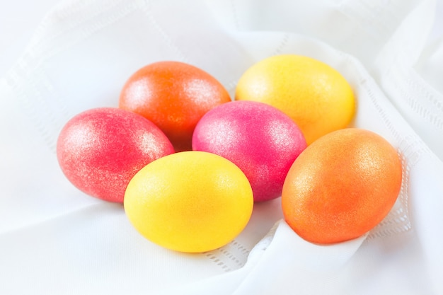Пасхальные яйца на салфетке