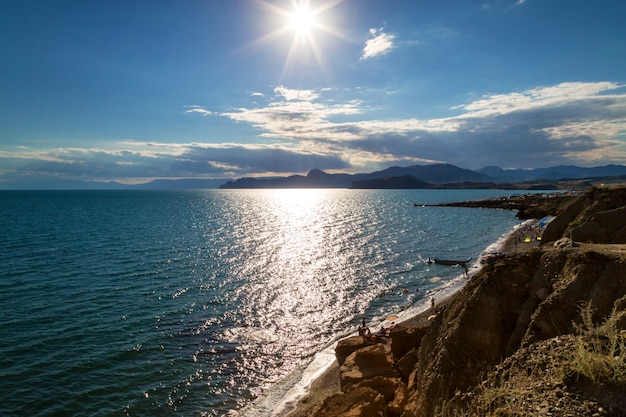 Горы на берегу моря