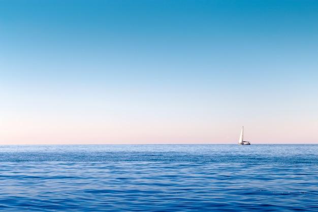 海でヨットします。