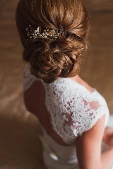 花嫁のための結婚式のヘアスタイル