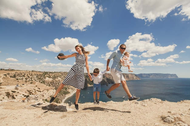 Счастливая семья в горах у моря