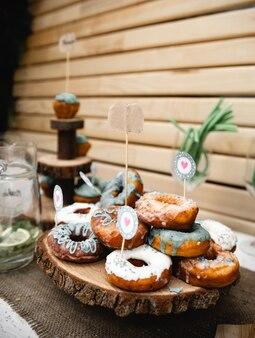 Винтажный свадебный декор банкетной зоны. ручная отделка