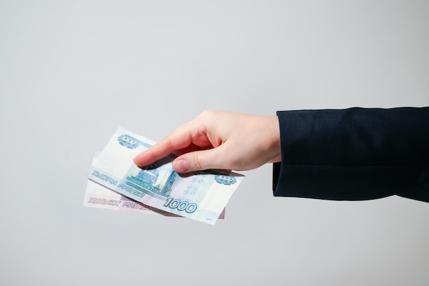Российские банкноты рубли в руки