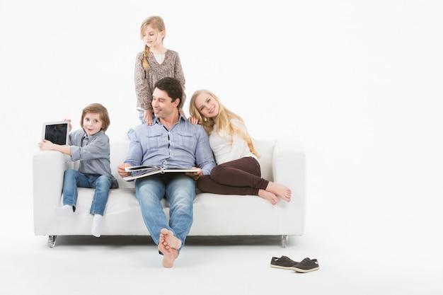 自宅で幸せな家族。ホームスクーリング。