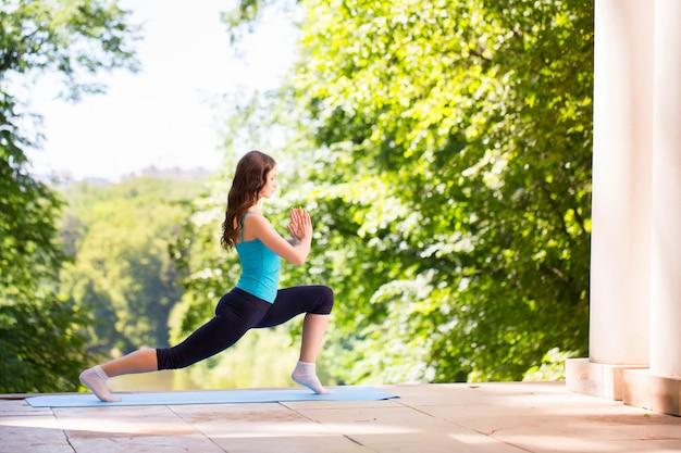 バランス、瞑想、ヨガ。