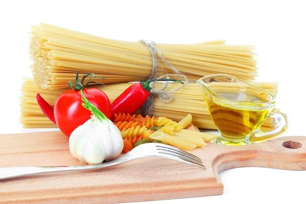 Макароны и зерна пшеницы