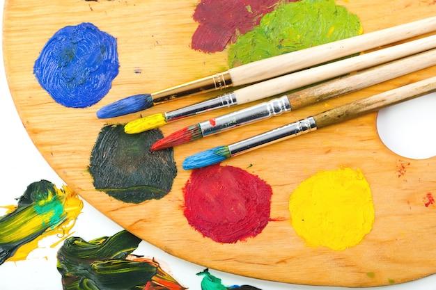 Кисти и краски