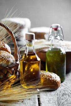 Масло с хлебом и колосками пшеницы