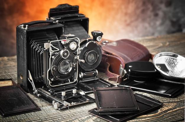 古い背景に古い機械写真カメラ