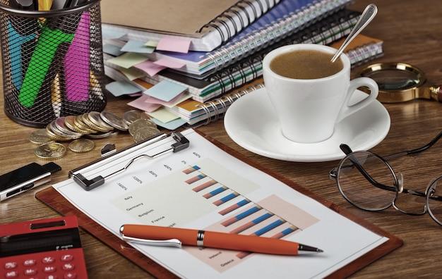 Аксессуары для ведения бизнеса в офисе на столе