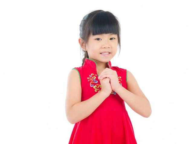 伝統的な中国のチャイナドレスの祝福、白い背景で隔離の中国の若い女の子