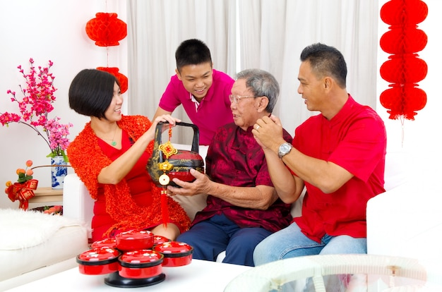 アジア人家族