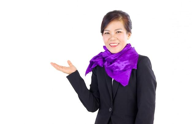 ジェスチャーを示す若い笑顔ビジネス女性