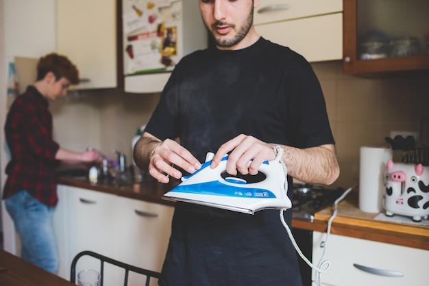 Человек, занимающийся домашним хозяйством