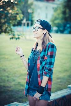 若い美しいモデルの女性