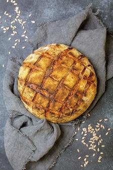 種と自家製の素朴なパン