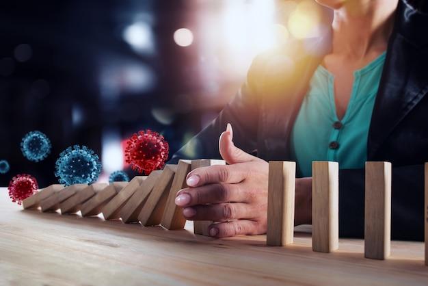 Предприниматель останавливает падение цепи с вирусными клетками