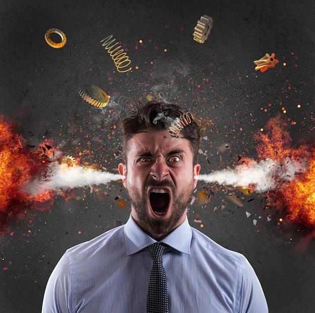 ビジネスマンの頭の爆発。過労によるストレスの概念