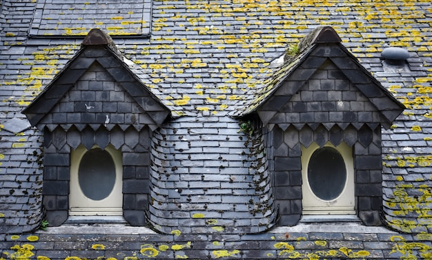 スレート屋根とドーマー窓