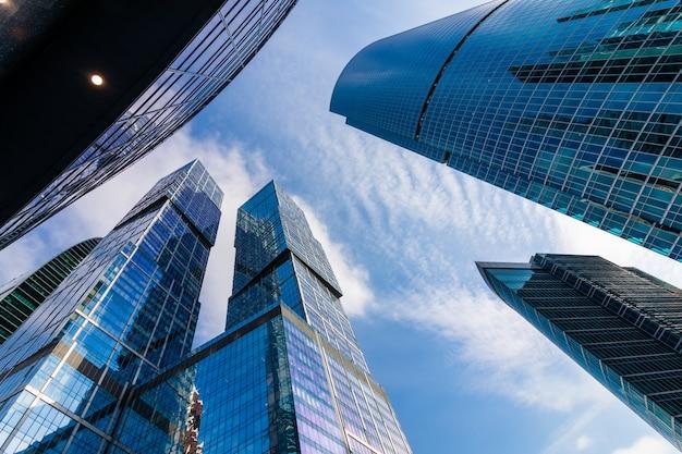 Москва-сити - вид на небоскребы московский международный деловой центр.