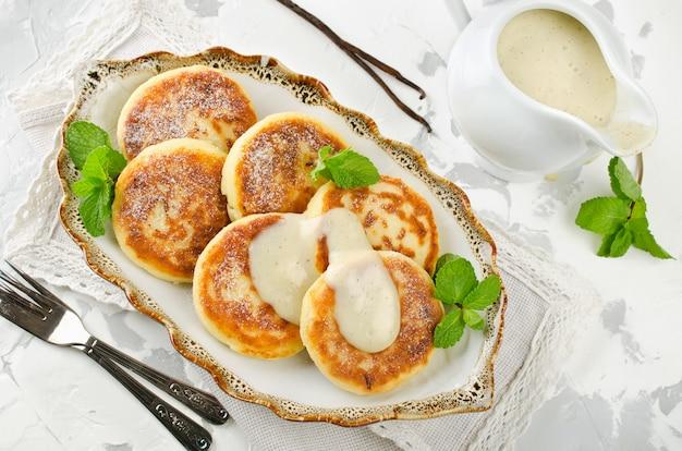 自家製カッテージチーズのパンケーキとバニラソース