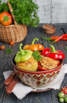 Перец, фаршированный рисом и мясом