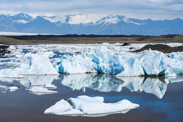 氷河ラグーンの氷山