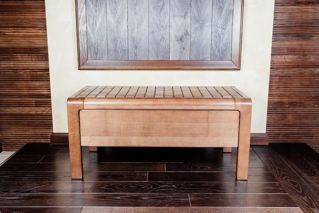 廊下のデザインのためのモダンな木製ベッドサイド