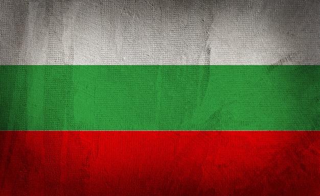 Флаг болгарии на темном фоне текстуры