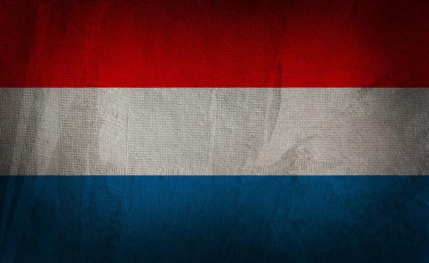 暗いテクスチャ背景にオランダの旗