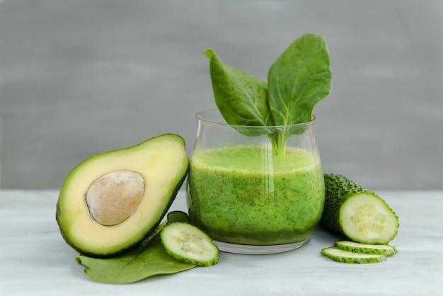 Овощи для детоксикации и похудения, зеленые смузи авокадо