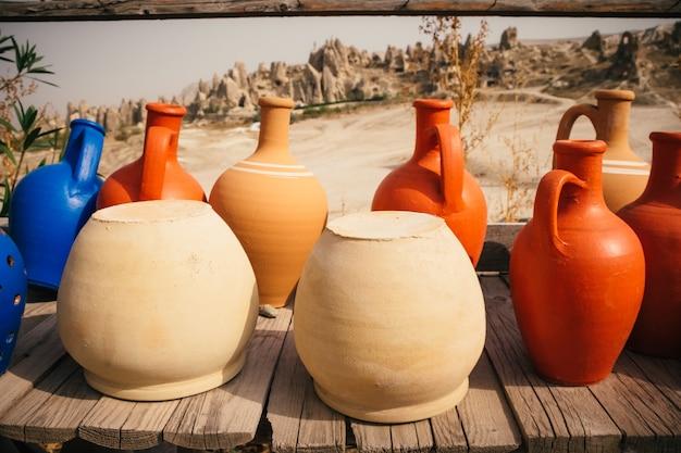 ギョレメ、カッパドキアの古いトルコの伝統的なセラミックポット