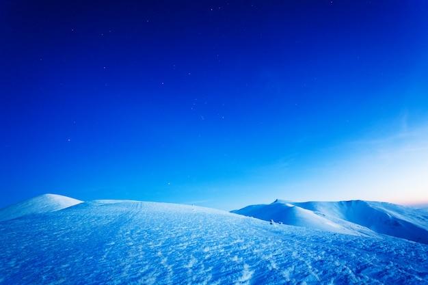 Чарующий прекрасный вид на горы