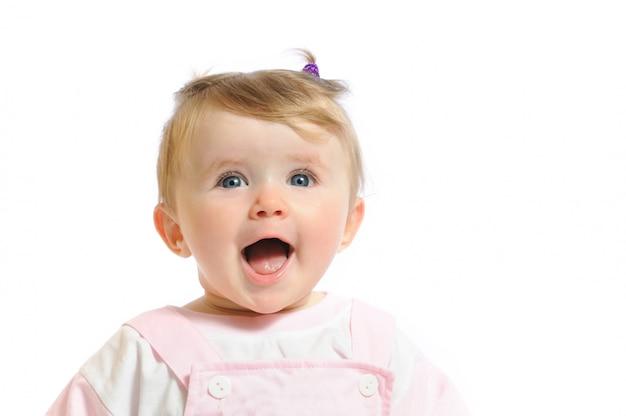 Портрет маленькой девочки в розовой одежде