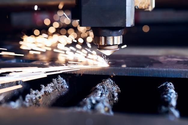 Чпу лазерная резка металла крупным планом