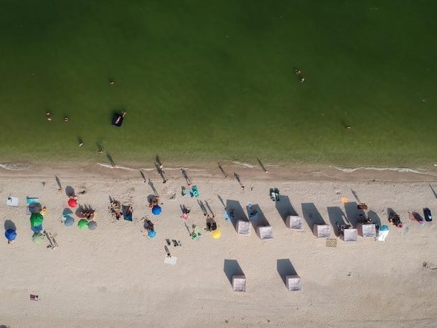 アゾフ海、ウクライナのビーチの空中夏景色