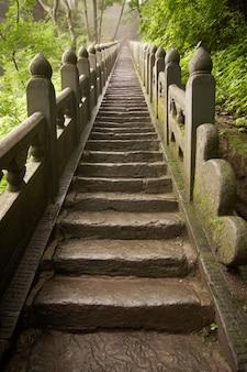 黄金寺院に行く森山の石段