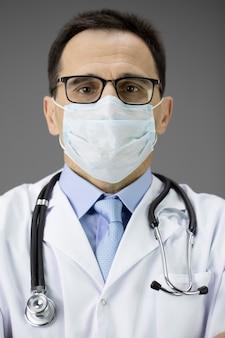 医療制服、マスクの医師の肖像画。