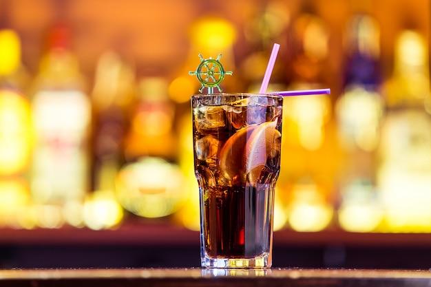 Свежий коктейль в баре