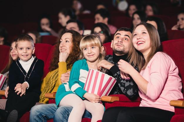 映画で幸せな家族