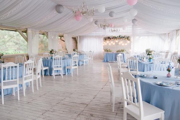 結婚式の宴会場のお祝い