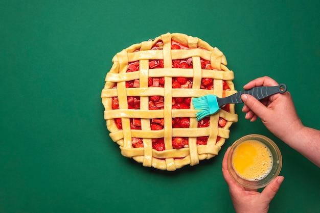 Делаем клубничный пирог