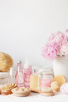 牡丹の花の美容製品タオルとバスとスパ